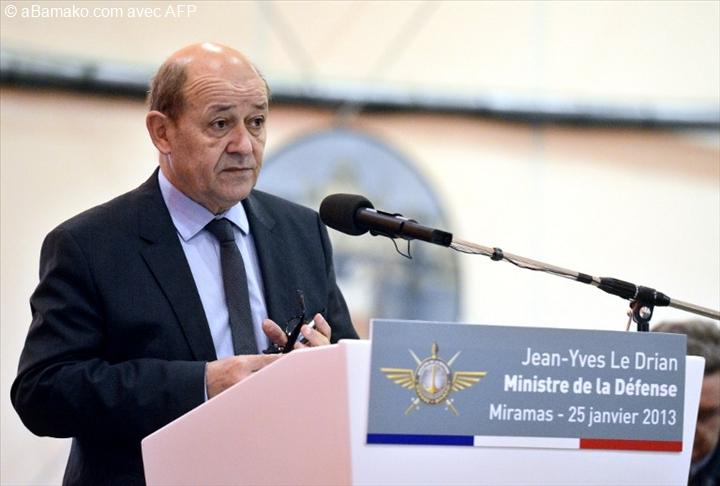 Le ministre fran ais de la d fense jean yves le drian for Ministre francais