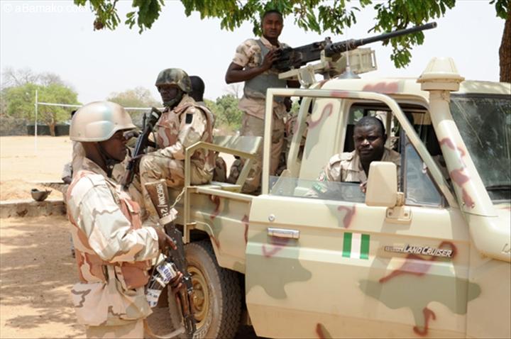 Les troupes s n galaises sont entr es en gambie porte for Porte parole en anglais