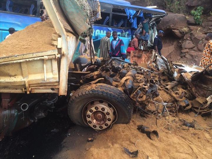 accident sur la route nationale 6 qui relie bamako s gou abamako photos. Black Bedroom Furniture Sets. Home Design Ideas