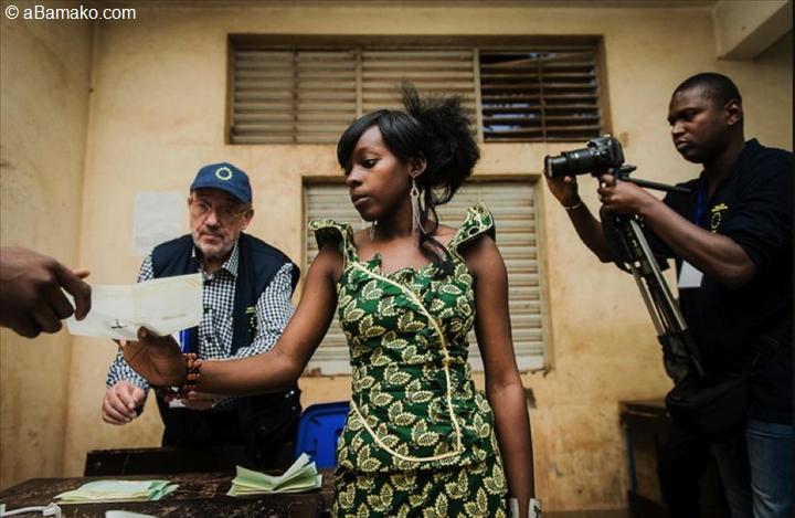 second tour des l gislatives fermeture des bureaux de vote et d pouillement abamako photos. Black Bedroom Furniture Sets. Home Design Ideas
